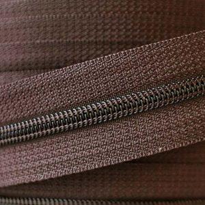 YKK Nylon No.4-5 Chain in Brown 570