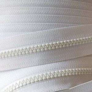YKK Plastic Vislon No.5 Chain in White 501