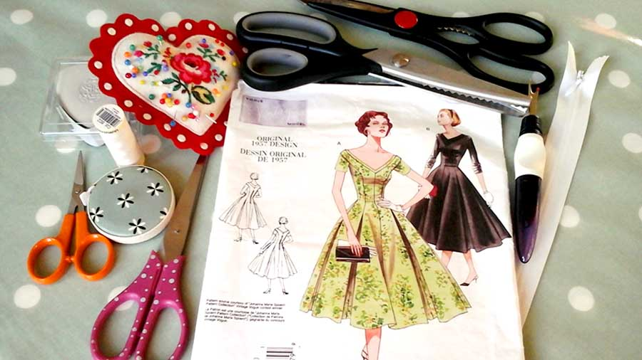 contents to make my vintage summer dress