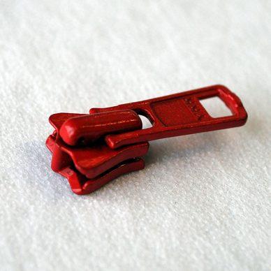 5VS DA RED COL 519 FOR NO5 PLASTIC VISLON ZIPS - side